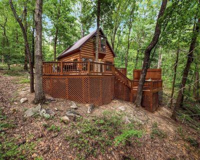 Grady's Hideaway Log Cabin in the Woods - Trenton