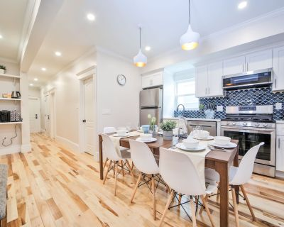 New- Spacious Group Retreat 13BR 23 beds near downtown Train FreeParking - Upham's Corner