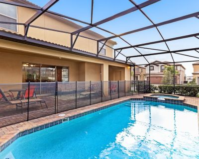 Luxury dog-friendly resort home with private pool/spa and movie projector! - Four Corners