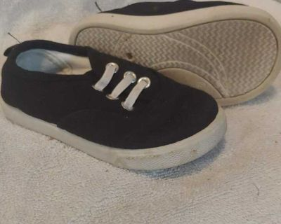 Size 6 Faded Glory black canvas sneakers