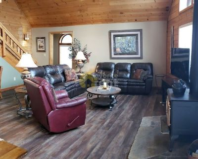 Truckee 2200sf mountain home with 4 bedrooms and 3 bathrooms