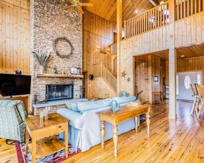 Grand, Dog-Friendly Getaway w/ Free WiFi, Two Fireplaces, a Pool Table, & A/C - Whittier
