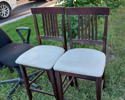 FREE bar stools and computer chair