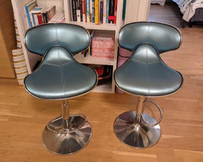2 blue bar stools / tall kitchen chairs