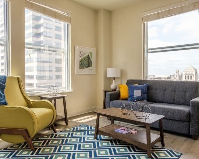 Modern 2BR Apt | Steps to Everything - Mile Square