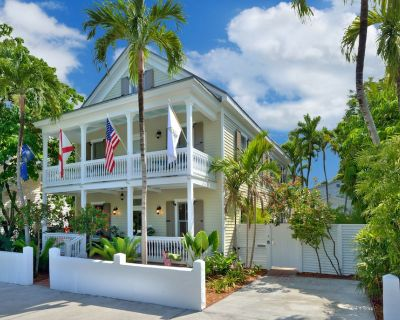 """""""STARS AND STRIPES"""" ~ Magnificent Home Located In The Heart of Old Town! - Historic Seaport"""