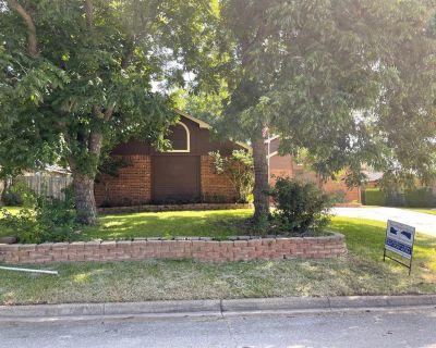 10220 Lone Pine Ln, Fort Worth, TX 76108