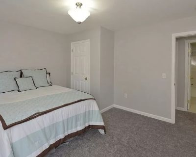 Private room with shared bathroom - Framingham , MA 01702