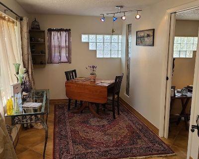 Charming three room casita in the heart of Los Ranchos de ABQ - Pets Welcome - Los Ranchos de Albuquerque