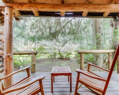 Log cabin on 25 acres w/ rustic charm & modern comfort! - Greenbank