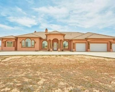 Private room with own bathroom - Hesperia , CA 92344