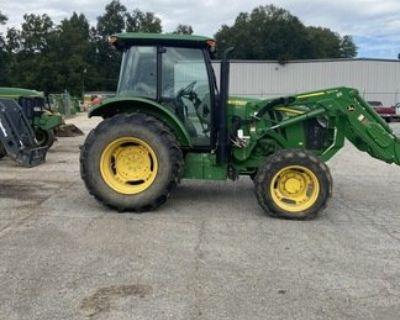 2017 JOHN DEERE 5100E Tractors