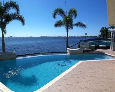 The River View 1008 - SE Cape Coral Riverfront Luxury Pool Home Pool Table and more - Caloosahatchee