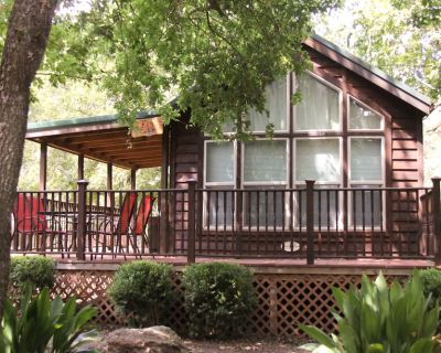 Dog-Friendly Cabin at a Winery w/Deck, Free WiFi, Shared Playground, and Firepit - Fredericksburg