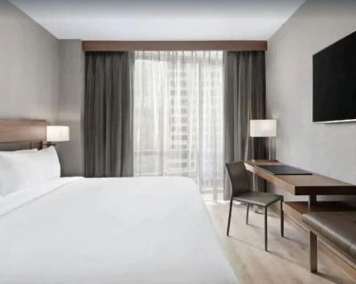 Large Beautiful King Bed Hotel Room - Financial District