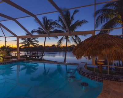 Top modern home with pool and tiki hut - Pelican