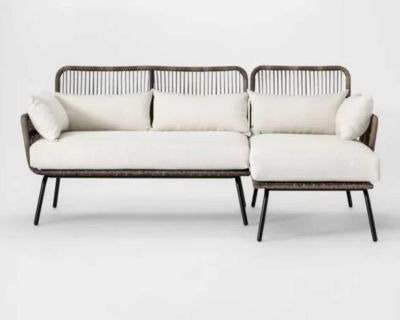 NEW - IN-BOX - OPALHOUSE LATIGO FAUX WICKER/ALL-WEATHERPROOF OUTDOOR PATIO SECTIONAL/CHAISE W/CREAM CUSHIONS