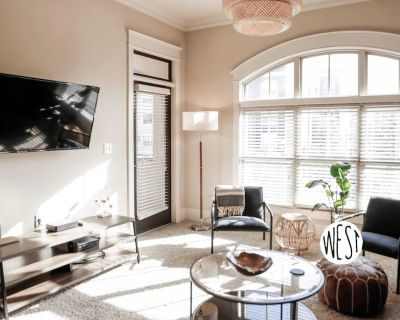 West Home | Central Midtown 2bd/2ba Hotel Style Condo w/ Cozy Beds & Amenities f - Old Fourth Ward