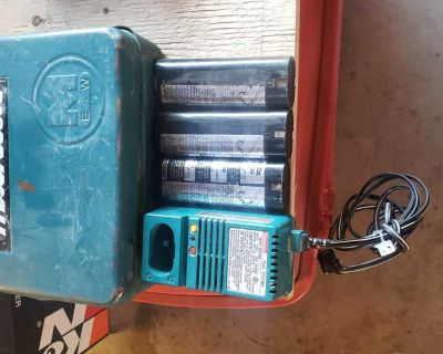 Makita drill charger and batterys