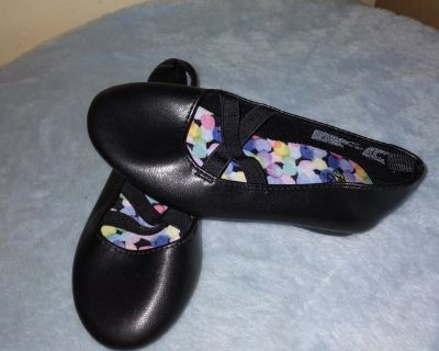 New .... Sz. 9 toddler shoes ... by Faded Glory