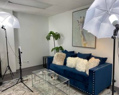 Private Photoshoot/Interview/Meeting Room in SW Houston Near Galleria, Houston, TX