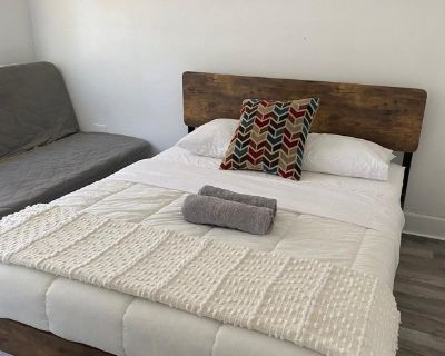 Cozy Room Available - Amazing Location