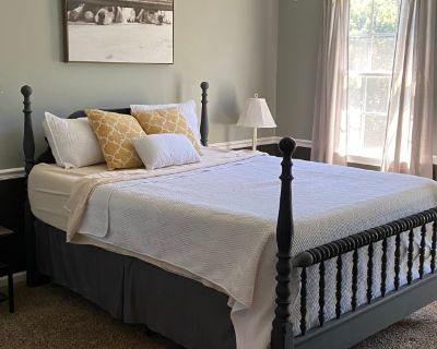 Private room with shared bathroom - Canton , GA 30114