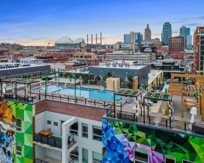 Upscale Stay w/Rooftop Pool/Hot-tub #326 - Crossroads Arts District
