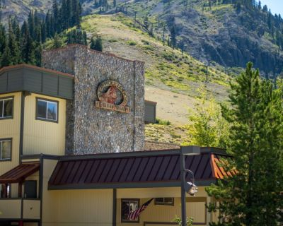 Four Seasons Of Fun In The Heart Of Squaw Valley - Olympic Valley