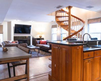 Magnificent Duplex Condo - Walk Everywhere! - Fenway Kenmore