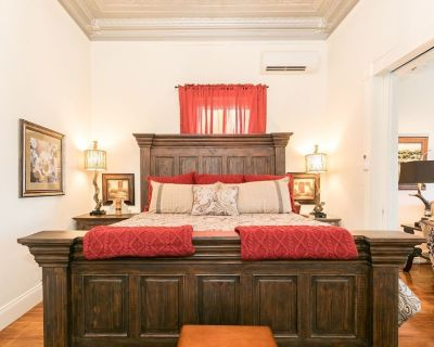 In town Villas- Suite 1 (2 Bedrooms)   Walk to Everything - Fredericksburg