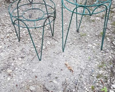 2 plant stands