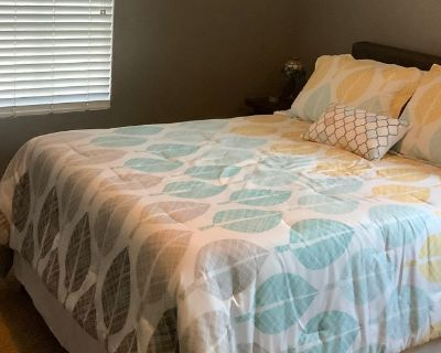 Private room with shared bathroom - Patterson , CA 95363