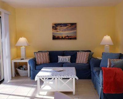 WALK TO BEACH & POOLS & TENNIS- CLEAN,QUIET2BR,2.5BA-WIFI, 5-STAR REVIEWS! - St. Augustine Beach