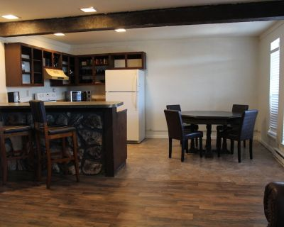 Close to Midtown! Cozy living area with bumper pool table! Super comfy beds! - Ruidoso