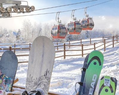 Cozy Ski-In/Ski-Out 4-Bedroom Villa @ Base of Waldorf Gondola + Amenities - Park City