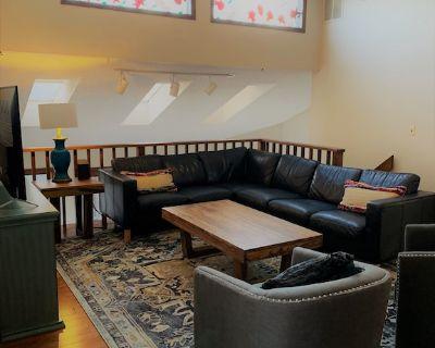 Indoor Hot tub! County Living in the Heart of Colorado Springs Sleeps 16plus! - Park Vista