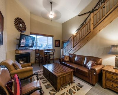 2 Bed/ 3 bath Penthouse Loft. Full Kitchen. Washer/Dryer & Mountain View AB - Park City