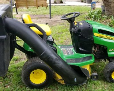 John Deere Riding Lawn Mower & Bagger Excellent Condition