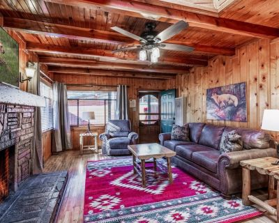 Beautiful Mountain Chic Cabin for 2 w/ Private Outdoor Hot Tub, in Quiet Upper Canyon! - Ruidoso