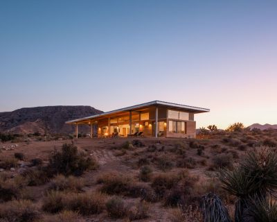 Hawk & Mesa - Private Modern Retreat on 120 Acres! - Pioneertown