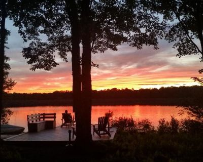 Lakefront home with wood fireplace, outdoor hot tub, and large cedar dock - Arrowhead Lake