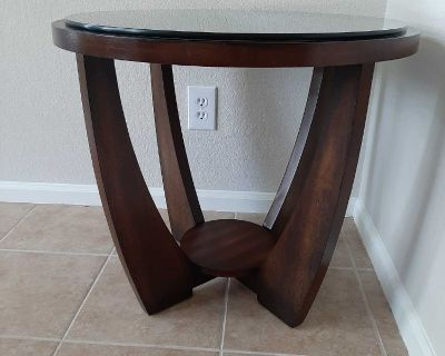 Beautiful Round End Table/Side Table with glass top