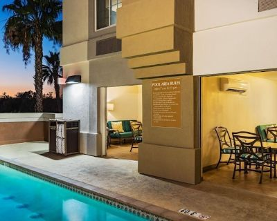 Return to a Land of Magic! 1 Awesome Studio Suite, Pool, Outdoor Gazebo Grill - Anaheim Resort
