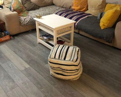Simple HUGE corner apt w/ patio near BEACHES! Bring yer dog! - Azalea Homes