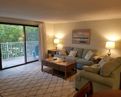 2 Bed, 2 bath remodeled Condo, ocean side with pool - North Ocean City