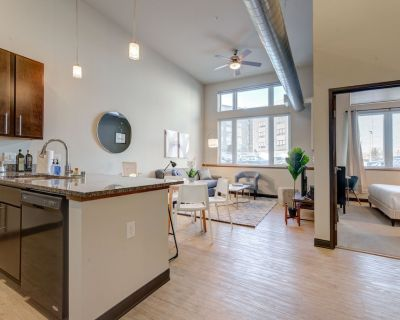 Milwaukee | Exquisite 1BD/1BA Downtown Apartment - Westown