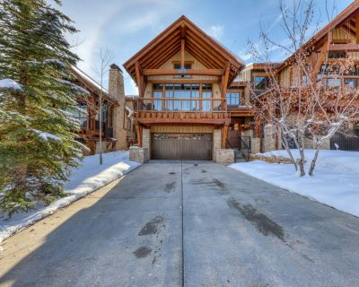 Luxurious, four-level townhome w/ a private hot tub & shared, heated pool & gym - Park City