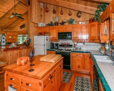 Bright! Best Chef's Kitchen for Cooking! indoor Jacuzzi Tub! Close to SLOPES - Fox Farm