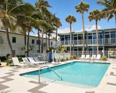 Sun, Sand, & Surf! Chic Unit, Beach Activities, Pool, Restaurant - Lauderdale-by-the-Sea